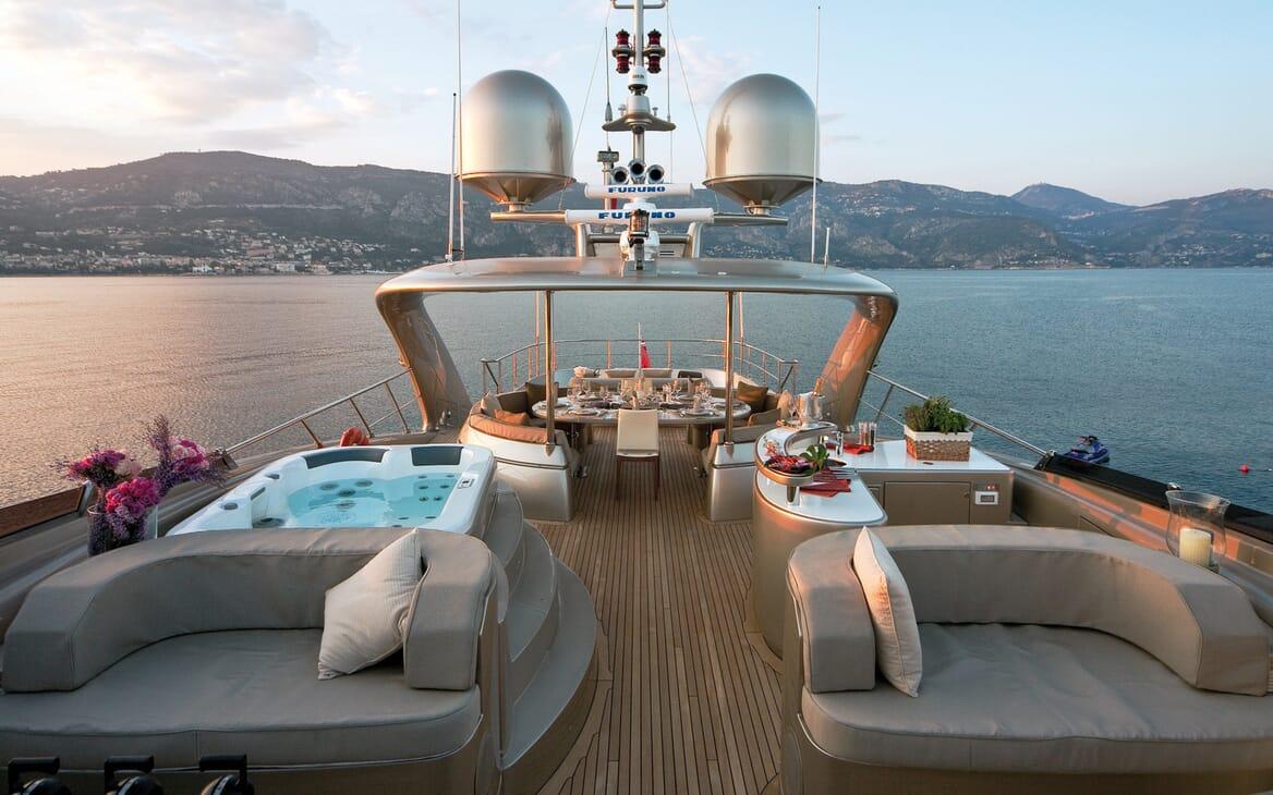 Motor Yacht Soiree sundeck