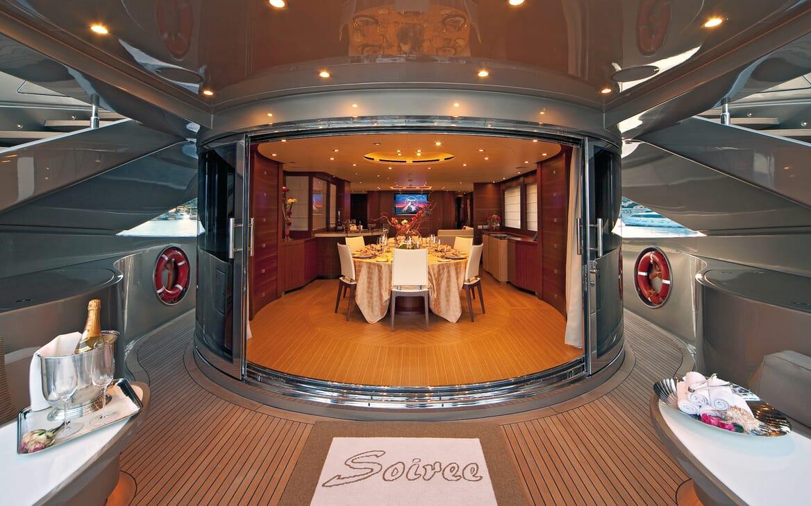 Motor Yacht Soiree dining area