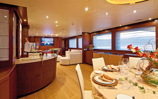 Motor Yacht Soiree living area