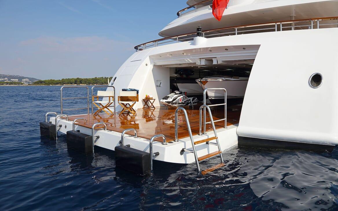 Motor yacht FORMOSA beach club with deckchairs