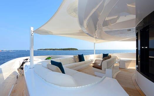 Motor yacht FORMOSA alfresco white seating