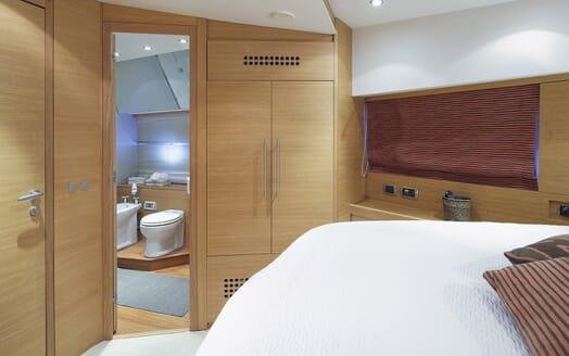 Motor Yacht Arwen stateroom