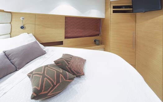 Motor Yacht Arwen guest cabin
