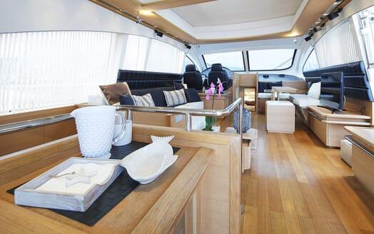 Motor Yacht Arwen salon