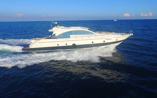 Motor Yacht Arwen cruising