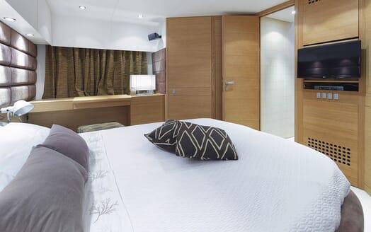 Motor Yacht Arwen double cabin