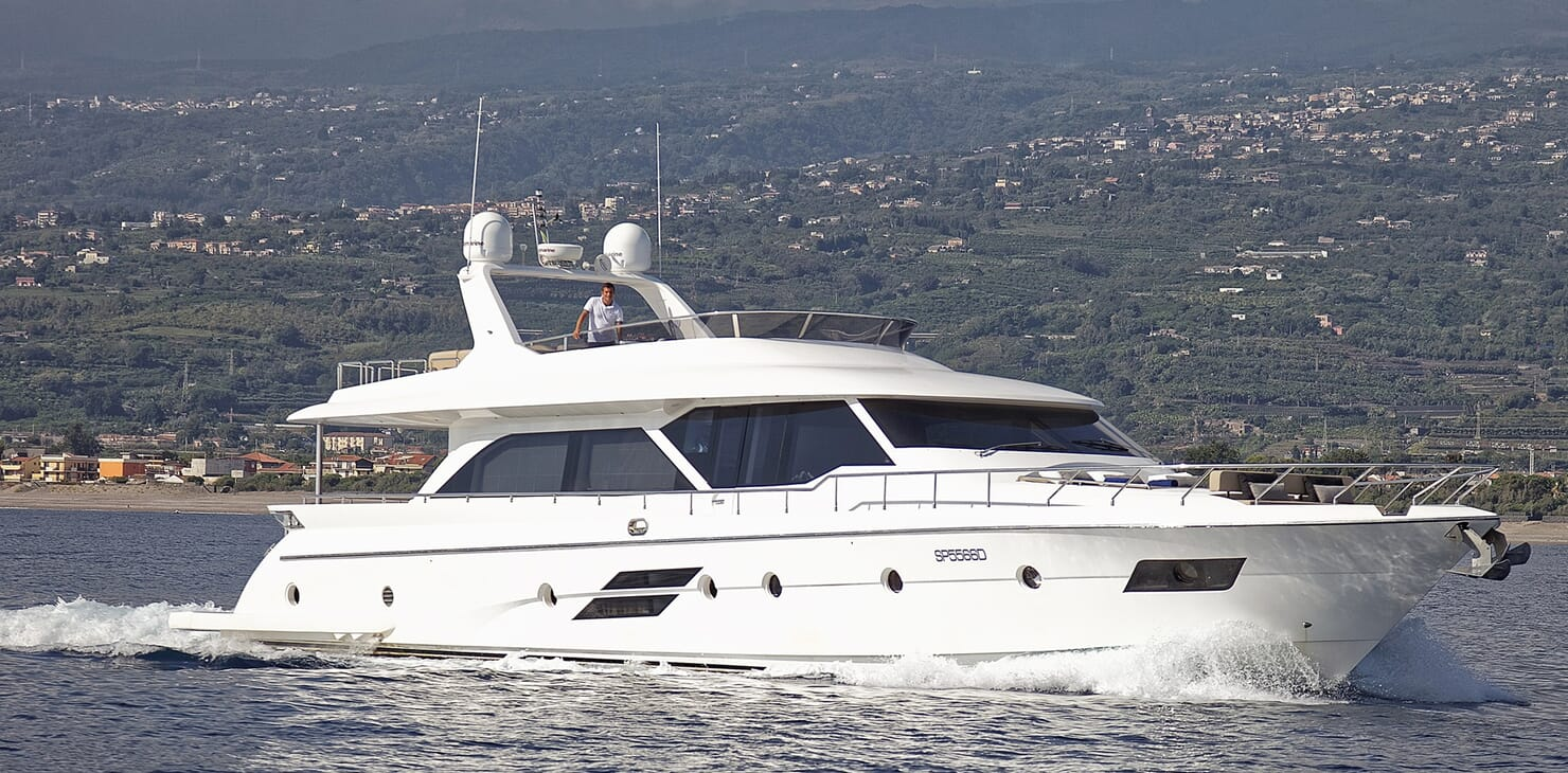 Motor Yacht Enjoy cruising