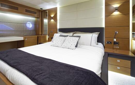 Motor Yacht Enjoy master cabin
