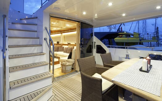 Motor Yacht Enjoy aft deck