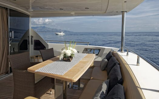 Motor Yacht Enjoy outdoor seating