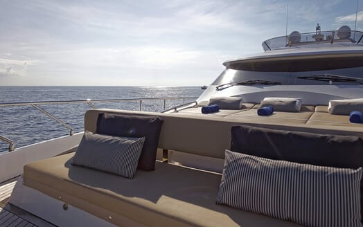 Motor Yacht Enjoy foredeck