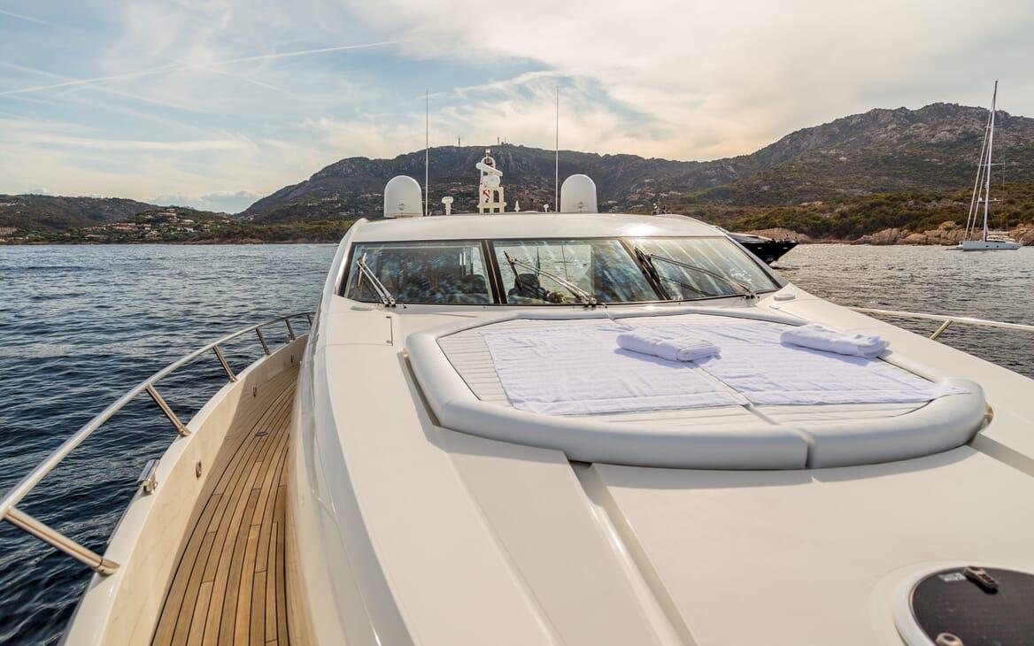 Motor Yacht Octavia foredeck
