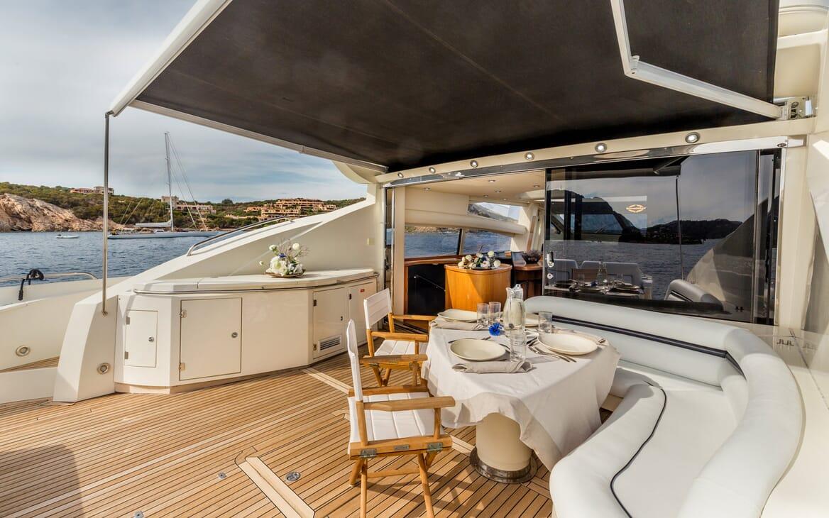 Motor Yacht Octavia outdoor dining area