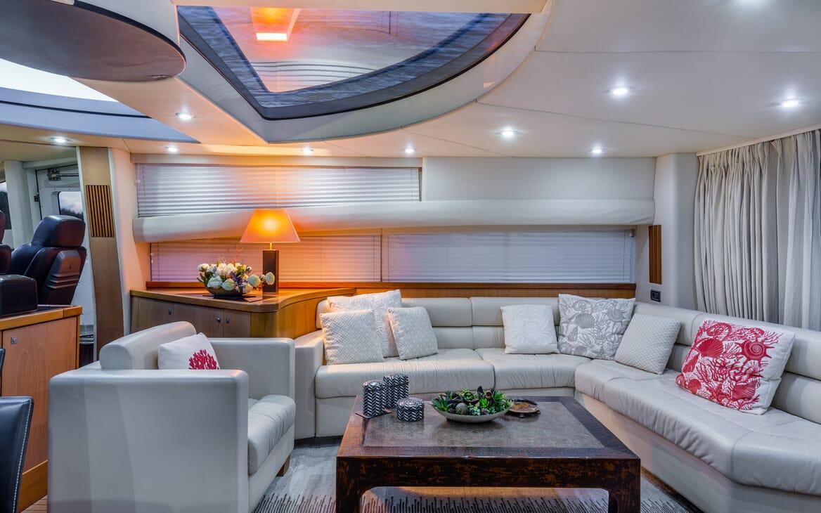 Motor Yacht Octavia saloon