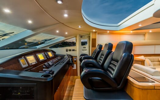 Motor Yacht Octavia bridge