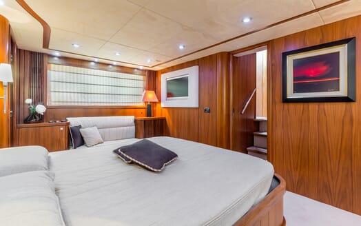 Motor Yacht Octavia guest cabin