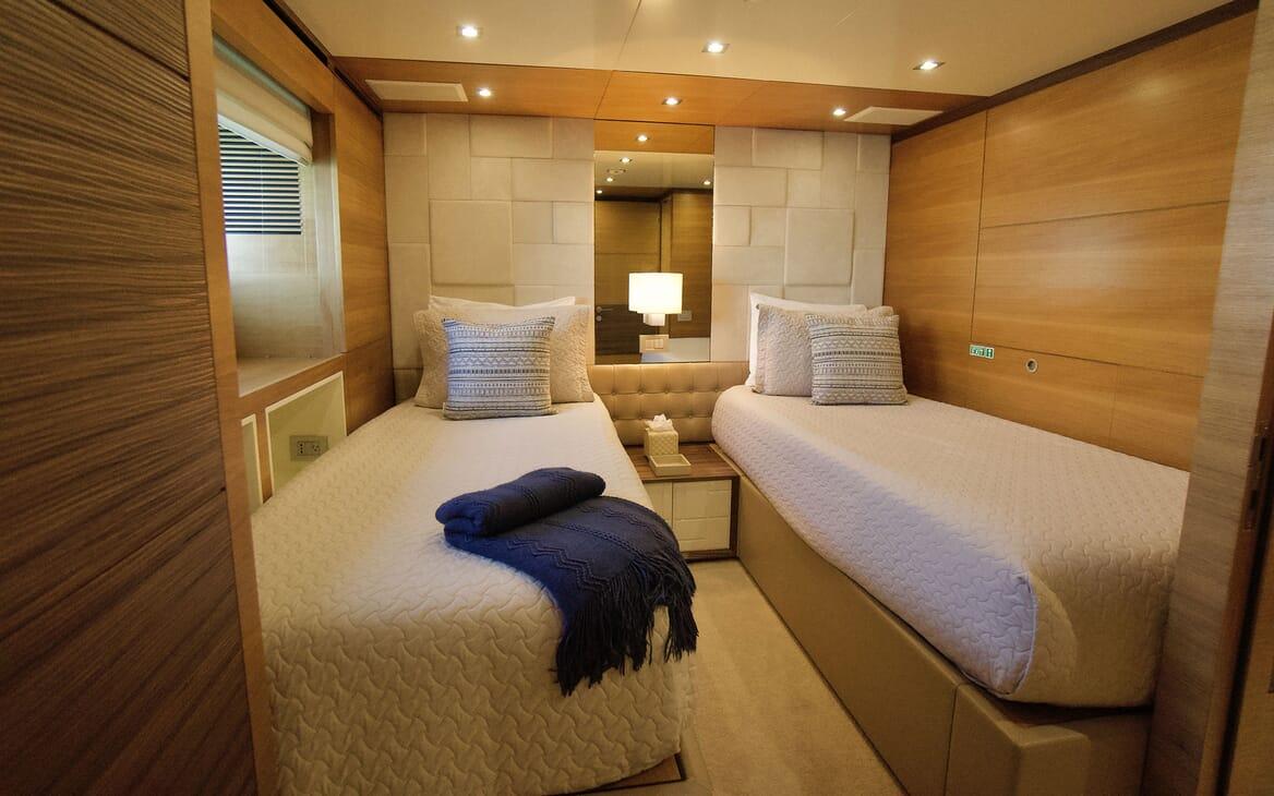 Motor Yacht COOL BREEZE Sun Deck
