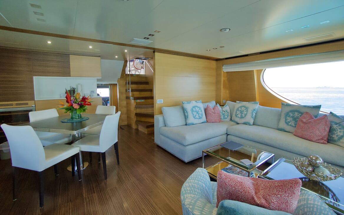 Motor Yacht COOL BREEZE Sun Deck Aft
