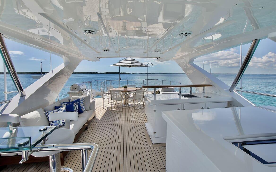 Motor Yacht COOL BREEZE ExteriorAft
