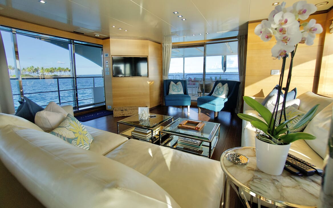 Motor Yacht COOL BREEZE Master Stateroom