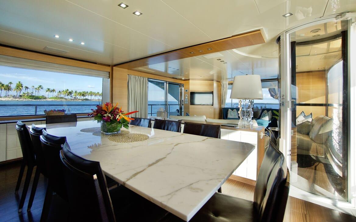 Motor Yacht COOL BREEZE Bathroom