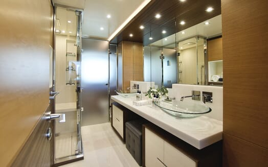 Motor Yacht COOL BREEZE Guest Double Stateroom