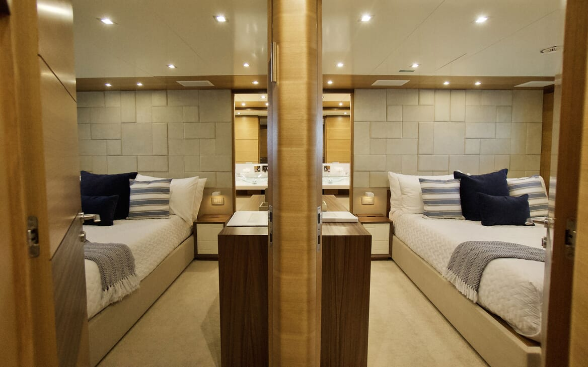 Motor Yacht COOL BREEZE Guest Twin Stateroom