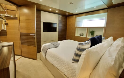 Motor Yacht COOL BREEZE Twin Guest Stateroom
