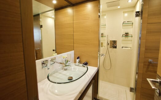 Motor Yacht COOL BREEZE Upper Salon