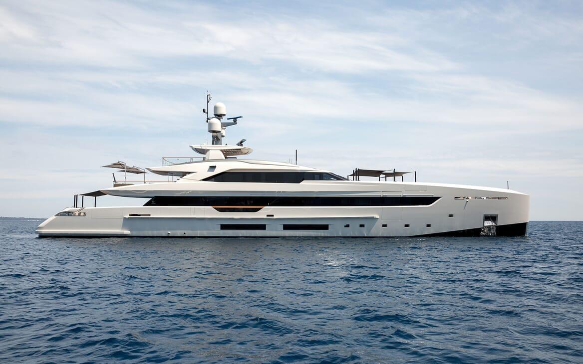 Motor Yacht VERTIGE Hero Side Profile