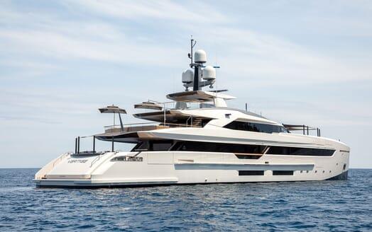 Motor Yacht VERTIGE Exterior Aft and Side