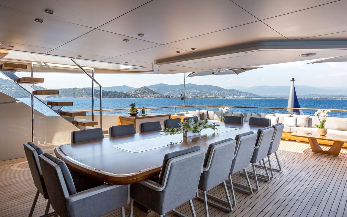 Motor Yacht VERTIGE Upper Aft Deck Dining Table