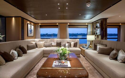 Motor Yacht VERTIGE Main Deck Salon
