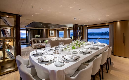 Motor Yacht VERTIGE Main Deck Dining Table