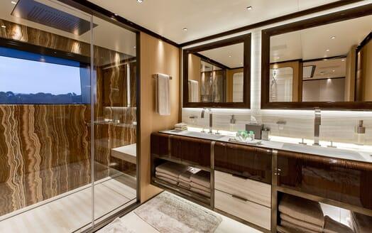 Motor Yacht VERTIGE Master Bathroom