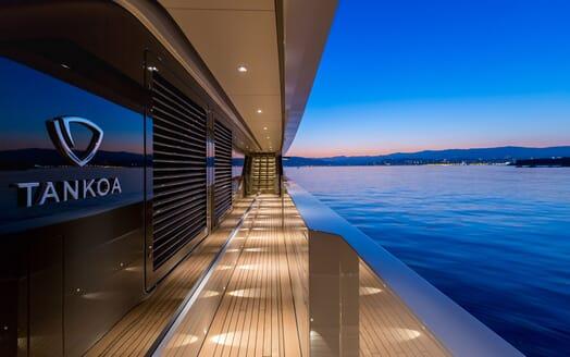 Motor Yacht VERTIGE Walkway