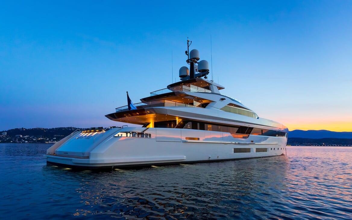 Motor Yacht VERTIGE Exterior Evening