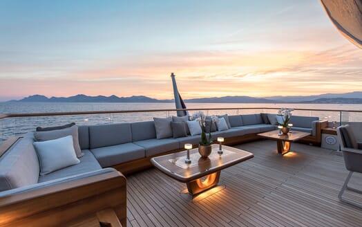 Motor Yacht VERTIGE Upper Deck Aft Seating