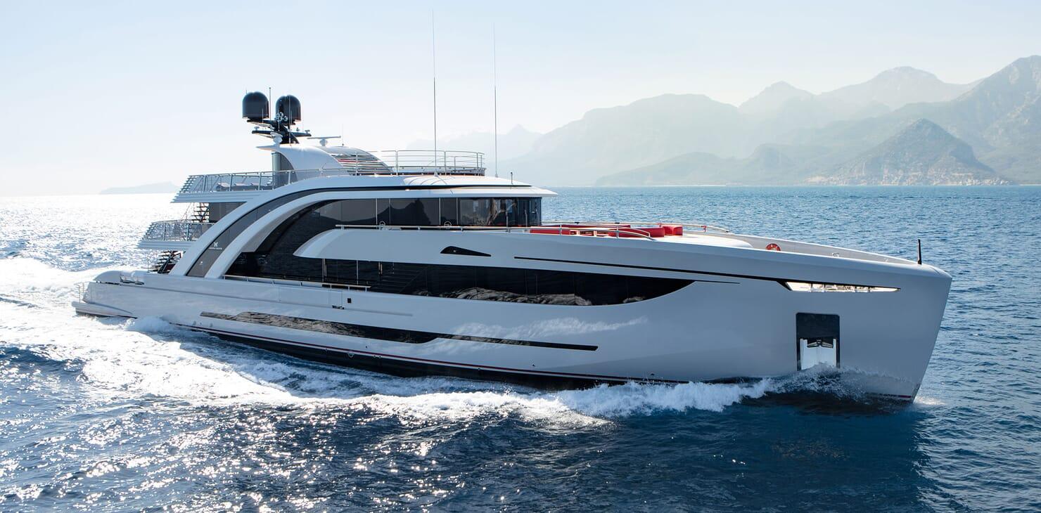 Motor Yacht EUPHORIA Profile Underway
