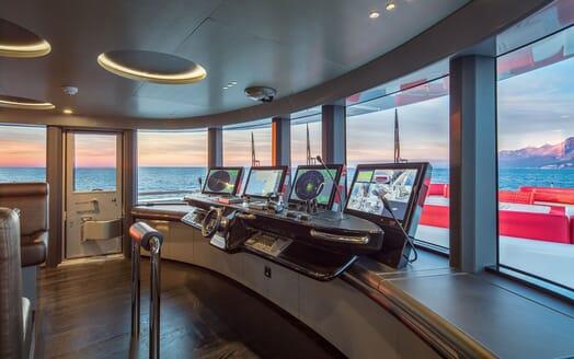Motor Yacht EUPHORIA Wheelhouse