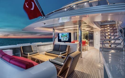 Motor Yacht EUPHORIA Main Deck Aft Seating