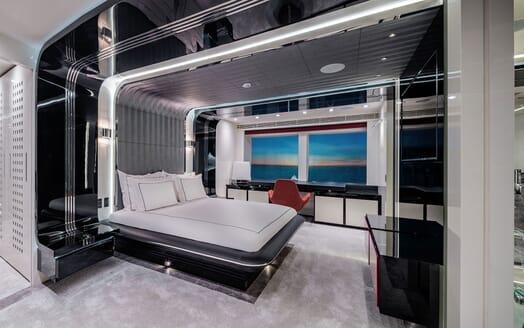 Motor Yacht EUPHORIA Master Stateroom