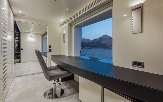 Motor Yacht EUPHORIA Stateroom Desk