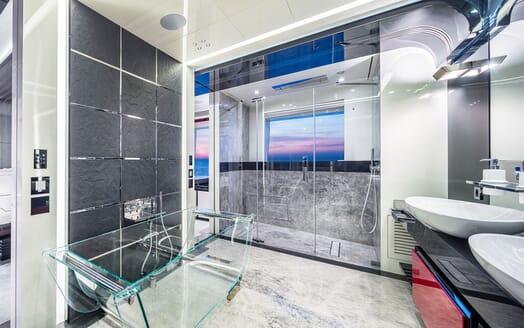 Motor Yacht EUPHORIA Master Bathroom