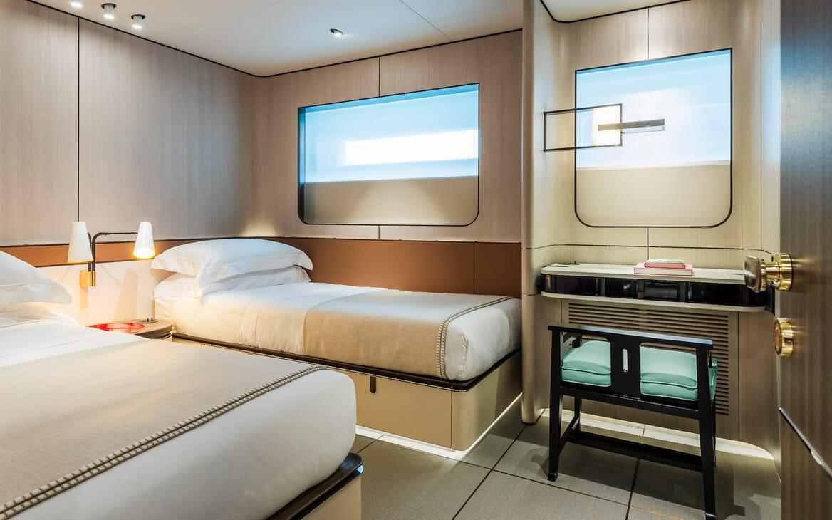 Motor Yacht Endeavour 2 twin cabin