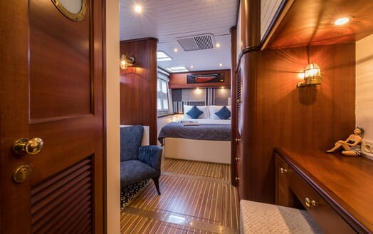 Sailing Yacht Ombre Blu 3 master stateroom