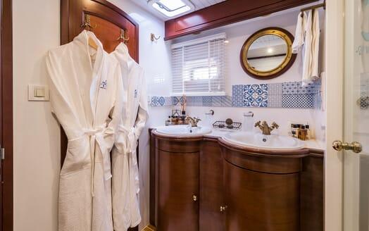 Sailing Yacht Ombre Blu 3 master bathroom