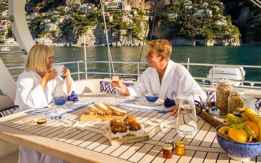 Sailing Yacht Ombre Blu 3 al fresco dining