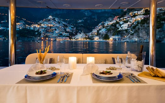 Sailing Yacht Ombre Blu 3 outdoor dining