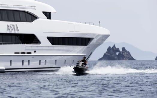 Motor Yacht Asya jetski